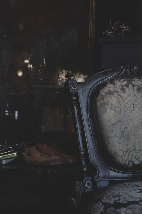 I love this shot in the corner of the store with the beautiful aesthetic… aesthetic Decorative Antiques Shop & Interior Design Bristol - Dig Haushizzle Gothic House, Victorian Gothic, Victorian Vampire, Victorian London, Gothic Lolita, Bristol, Gothic Aesthetic, Slytherin Aesthetic, Aesthetic Movement
