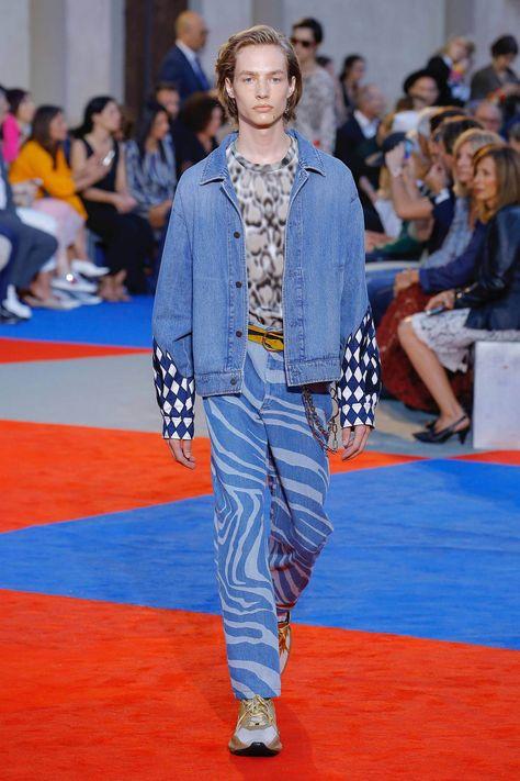 Roberto Cavalli Spring 2019 Menswear Fashion Show Collection: See the complete Roberto Cavalli Spring 2019 Menswear collection. Look 16