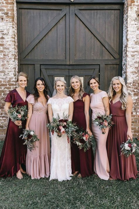 30 + Mismatched Bridesmaid Dresses Ideas 30 + Mismatched Bridesmaid Dresses Ideas mix and match blush and burgundy bridesmaid dresses<br> Pink Bridesmaid Dresses Short, Green Bridesmaid Dresses, Bridesmaid Dresses Different Colors, Mix Match Bridesmaids, Fall Wedding Bridesmaids, Bridesmade Dresses, Homecoming Dresses, Propositions Mariage, Wedding Trends