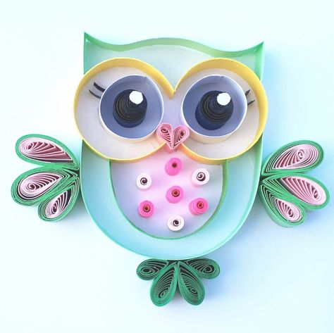 Hi. This is Mrs Owlana Hootling . She is a teacher.  Cutie Hootie and Lovely Owlivia are thinking that she is the best teacher.  Mrs Hootling knows she is the best.  And she is thinking that she has a natural beauty.