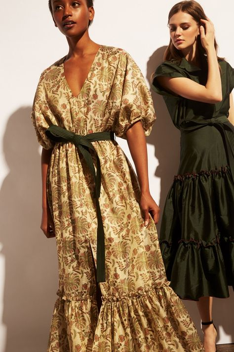 Sachin & Babi Pre-Fall 2019 collection, runway looks, beauty, models, and reviews.