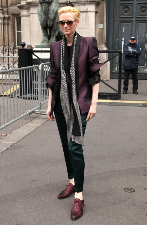 Tilda Swinton is perfection. She's the reason avant-garde fashion was invented :-). And she's one of the few celebs I'm looking forward to seeing at red carpet events.