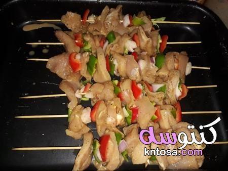 طريقة تحضير سيخ شاورما الدجاج تتبيلة شيش طاووق مثل المطاعم طريقة عمل العيش الصاج السورى بالصور Kntosa Com 29 19 156 Food Chicken Meat