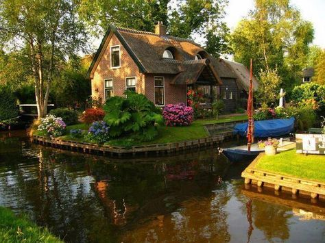 Netherlands, Canal Cottage