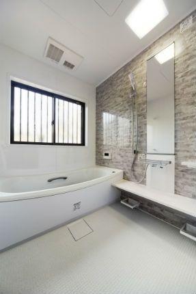 施工事例 浴室 お風呂リフォーム ホワイト グレーで爽やかな断熱
