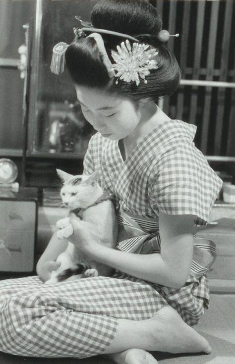 Photography by Kiichi Asano (1914-1990) about 1950s Japan. #japan #japan #photography