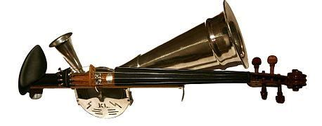 Le Violon A Pavillon Ou Vioară Cu Goarnă En Roumain Est Un Instrument A Cordes Frottees Rare Que L On Trouve S Violon Instrument A Corde Instrument De Musique
