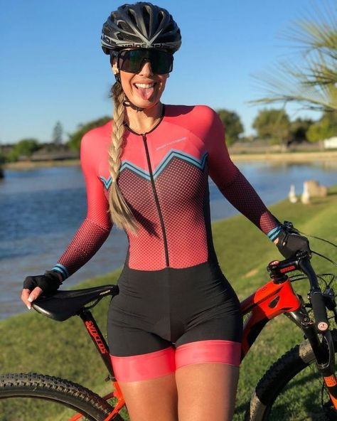 Fitness Girls for motivation Bicycle Women, Bicycle Girl, Cycling Motivation, Cycling Girls, Bike Style, Sporty Girls, Biker Girl, Cycling Outfit, Female Athletes