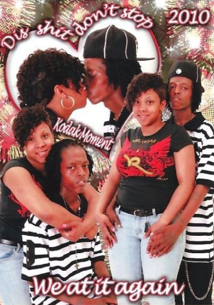 Dis shit dont stop lol Really i dont think hes all that happy about it either Bad Family Photos, Awkward Family Photos, Teen Romance, Pure Romance, Kodak Moment, Glamour Shots, Photo Couple, Funny Couples, Funny Couple Pics