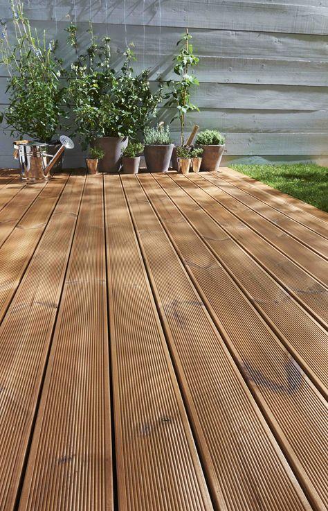 Lame de terrasse modèle PIN RETIFIE THT http://www.lapeyre.fr/sols/terrasses-et-balcons/lames/bois-massif/lame-de-terasse-pin-pin-rectifie-tht.html