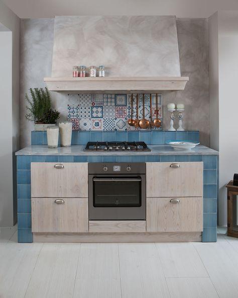 Cucine in muratura con cappa centrale - Aurora Cucine | cucine ...