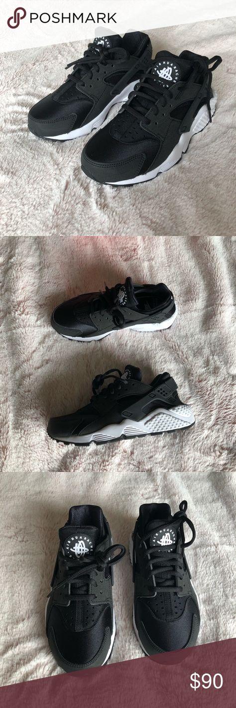 e102e86769e6 Black and White Nike Air Huarache Runs Black and white Nike Huarache Run s.  Women s size