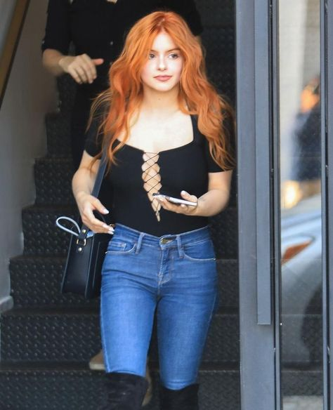 Ariel Winter was spotted in Hollywood rocking a new red 'do! Who else is loving her new, gorgeous hair!? 😍 (📸 @themegaagency)