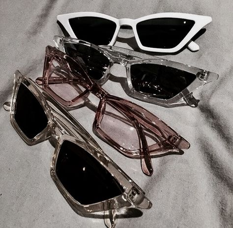 Must have sunglasses trendy fashion Oval sunglasses oval sunnies summer fashion summer 2018 white sunglasses black sunglasses round cat eye sunglasses fashion trens summer outfit White Sunglasses, Cat Eye Sunglasses, Sunglasses Women, Summer Sunglasses, Retro Sunglasses, Transparent Sunglasses, Popular Sunglasses, Sunnies Sunglasses, Italian Sunglasses