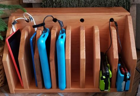 Cómo Hacer un Organizador/Estación de Carga para Tablets/Móviles - Ideas Perfectas Ipad Charging Station, Electronic Charging Station, Charging Station Organizer, Cable Organizer, Charging Stations, Hide Cable Box, Hide Cables, Nintendo Ds, Using A Router