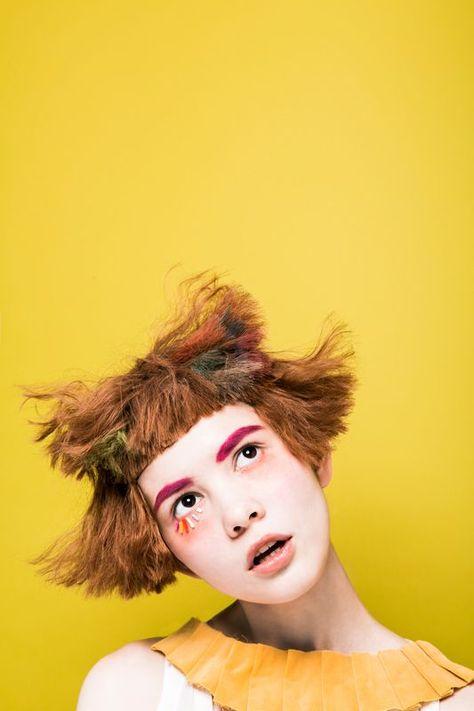 ** PERSÖNLICHKEIT. - Haarformen, Haarfarben und Brauen, Ausdruck + Kleidung ....