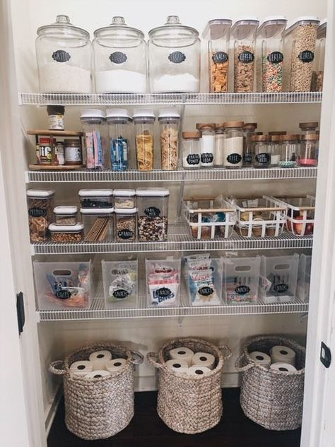 How to create a perfectly organized pantry. Get inspired to.- How to create a perfectly organized pantry. Get inspired to reorganize your pan… How to create a perfectly organized pantry. Get inspired to reorganize your pantry with these ideas. Kitchen Organization Pantry, Home Organisation, Kitchen Storage, Organized Pantry, Pantry Ideas, Organization Ideas For The Home, Kitchen Ideas, Home Storage Ideas, Bathroom Closet Organization