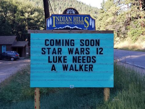 Star Wars Sign in Indian Hills, Colorado What is April exactly why is it 9gag Funny, Funny Puns, Funny Fails, Funny Stuff, Hilarious Sayings, Hilarious Animals, Humorous Sayings, Sign Sayings, Hilarious Jokes