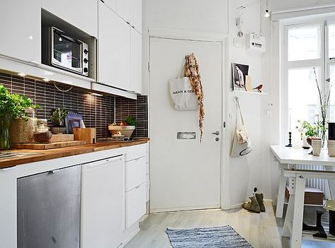 Bright and airy studio apartment in Linnéstaden with balcony