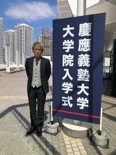 ロンブー田村淳さん 慶應大学院生になっていた 理由は 死者との対話 を学ぶため ハフポスト 学ぶ 課程