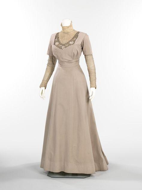 Grey velvet dress by Thurn from 1910