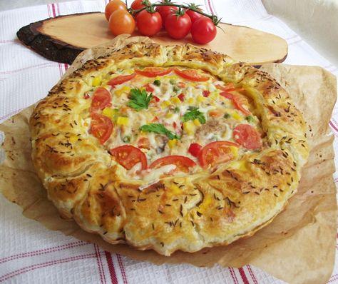 Retete culinare : Placinta cu foietaj, carne de pui si legume mexicane, Reteta postata de merisor67 in categoria Aperitive / Garnituri