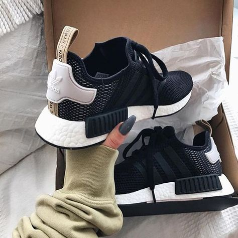 White, black & gold Adidas NMD's are a stylish, comfy & fashionable summer trainer perfect for for complimenting any Adidas outfit.
