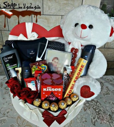 Do you need to send your long distance boyfriend a care package to let him know that you love him? Here are some care package/gift basket/ DIY gift ideas for you to get inspired. Cute Gifts For Your Boyfriend, Diy Christmas Gifts For Boyfriend, Boyfriend Gift Basket, Valentines Day Gifts For Him Boyfriends, Diy Gifts For Him, Cute Ideas For Boyfriend, Handmade Gifts For Boyfriend, Bf Gifts, Valentines Baskets For Him
