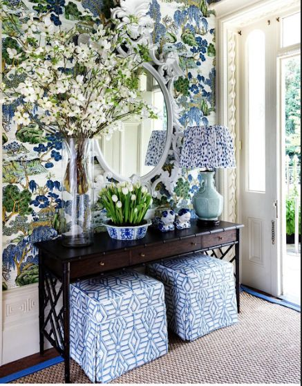 Maine House Interiors A gorgeous entryway featuring Chinoiserie wallpaper, a Chinese Chippendale and faux bamboo console, a celadon Chinese lamp, and blue and white Chinese porcelain. Even the rug is banded in blue. Blue Rooms, White Rooms, Blue And White Living Room, Traditional Interior, Traditional House, Enchanted Home, Chinoiserie Chic, Chinoiserie Wallpaper, Foyer Decorating
