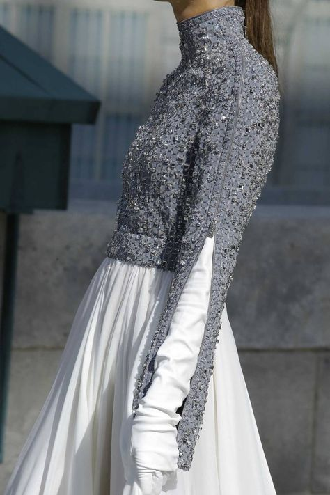 Chanel Fall 2018 Couture Fashion Show Details: See detail photos for Chanel Fall 2018 Couture collection. Look 147