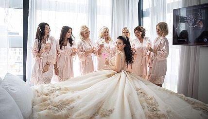 By Baba Jendian Weddingday Wedding Hochzeit Hairstyle Hair Haare Hochsteckfrisur Hochsteckfrisur Weddinghair We Wedding Dresses Wedding Dresses Lace Dresses