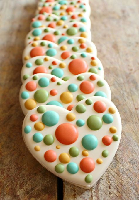 Simple Dotty Valentine's Cookies  from @SweetSugarBelle {Callye Alvarado}