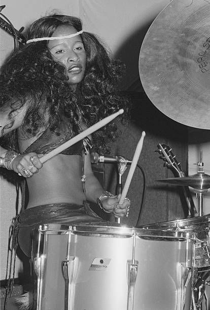 Chaka Khan On Drums American singer-songwriter and drummer Chaka Khan performing with American funk band Rufus at a record launch party in London, February (Photo by Michael Putland/Getty Images) Female Drummer, Female Singers, Music Icon, Soul Music, Afro, Funk Bands, Chaka Khan, Vintage Black Glamour, Black Girls Rock