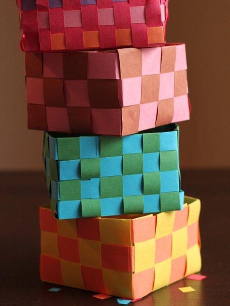 Homemade Mishloach Manot Baskets - Kids craft for Purim from Brenda Ponnay. Homemade woven paper Mishloach Manot baskets for Purim. Free printable Purim treat bag topper. | ToriAvey.com #mishloachmanot #purim #kidscraft #familycraft #paperbaskets #candybasket #freecraft #TorisKitchen