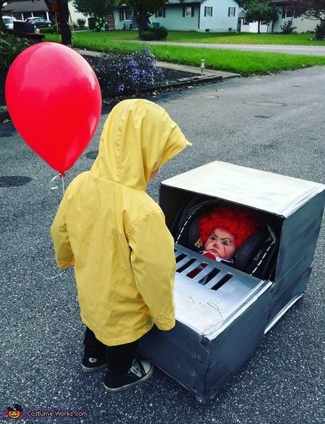 Georgie and Pennywise Costume - Halloween Costume Contest Pennywise Halloween Costume, Cute Baby Halloween Costumes, Couples Halloween, Halloween Costume Contest, Halloween Outfits, Halloween Kids, Scary Kids Costumes, Scary Clown Costume, Diy Baby Costumes