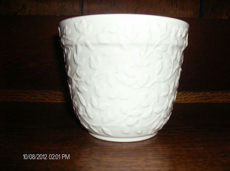 New England Pottery White Leaf Pattern Planter Made In Portugal Comps