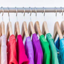 Tシャツ収納のコツとは 収納方法やアイデア 便利アイテムを紹介 Tシャツ 収納 便利 家事