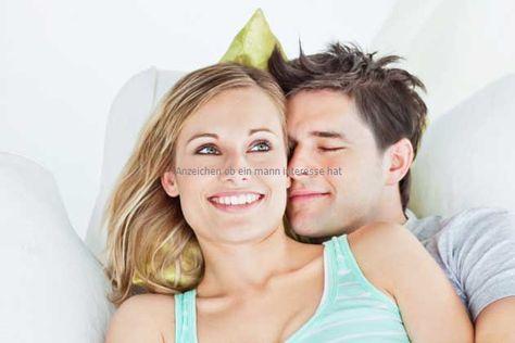 Anzeichen ob ein mann interesse hat (With images
