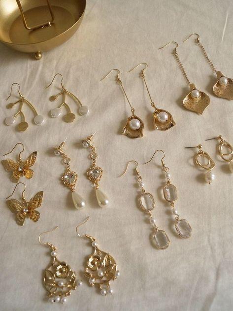 Mini Bar Stud earrings in Gold fill, short gold bar stud, gold fill bar post earrings, gold bar earring, minimalist jewelry - Fine Jewelry Ideas Ear Jewelry, Dainty Jewelry, Cute Jewelry, Gold Jewelry, Jewelery, Jewelry Accessories, Fashion Accessories, Fashion Jewelry, Jewelry Ideas