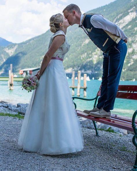 """Brautdirndl Hochzeitsdirndl auf Instagram: """"Nur das Beste für eure Ehe!! Danke für die Bilder und euer Vertrauen in uns!! www.tianvantastique.com #brautdirndl #trachtenhochzeit…"""""""