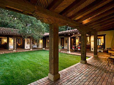 Hacienda Style Homes, Spanish Style Homes, Spanish House, Indian Home Design, Kerala House Design, Courtyard House Plans, Courtyard Design, Village House Design, Village Houses