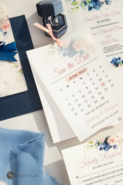 A classic combination inspired by the wedding bouquet. Navy blue and blush is also a wonderful color scheme. #weddinginspirationss#weddinginvitations#stylishwedd#vellumweddinginvitations#savethedate#weddingstationery