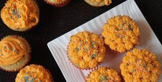 طريقة عمل كب كيك البرتقال بالكريمة استغلي فاكهة الشتاء وحضري لأطفالك كب كيك البرتقال بالكريمة اللذيذ وقدميه مع الشاي أو العصائر الطبيعية Food Breakfast Muffin