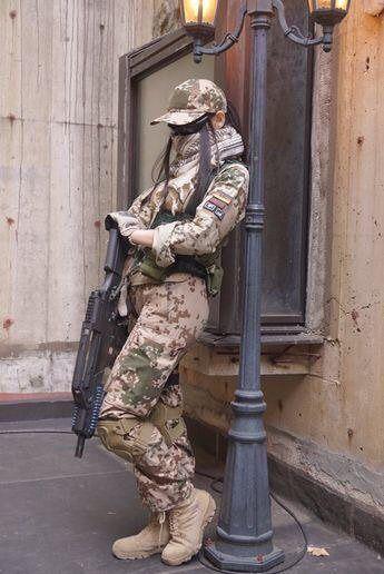 خلفيات بناتيه أجمل خلفيات موبايل للبنات 2021 جمعنا لكم في مجلة الحلوة أحدث وأجمل خلفيات للبنات 2021 في هذا الموضوع تجدو Military Girl Army Girl Military Women