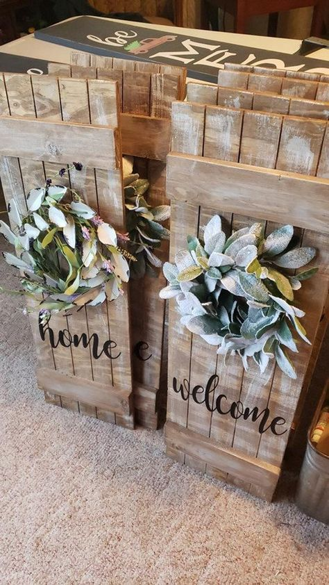 Rustic Home or Welcom Sign - Wall Decor - Farmhouse Kitchen Sign - Window Shutter - with wreath Country Christmas Decorations, Farmhouse Christmas Decor, Dollar Tree Christmas, Christmas Diy, Christmas Signs, Wooden Christmas Crafts, Dollar Tree Crafts, Christmas Tree Ornaments, Farmhouse Kitchen Signs