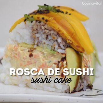 Si eres fan de esta comida, prepara esta rosca de sushi casera, la presentación ideal para compartir en alguna comida o cena, o bien,un pastel muy original.