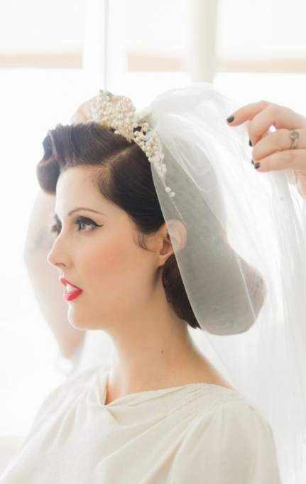 Vintage Wedding Hairstyles With Tiara Brides 39 Trendy Ideas Vintage Bridal Hair Retro Wedding Hair Vintage Wedding Hair