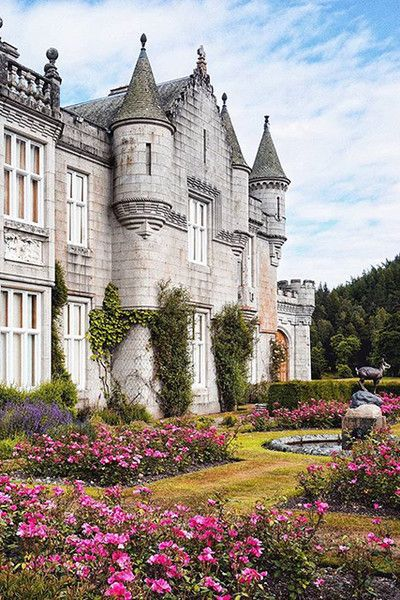 Balmoral Castle - 25 Ridiculously Regal Homes Of The Royal Family - Photos