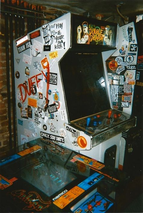 """""""Bring back the arcade!"""" Old Double Dragon cabinet. Aesthetic Collage, Aesthetic Vintage, Photo Wall Collage, Picture Wall, Retro Wallpaper, Iphone Wallpaper, Fille Gangsta, Flipper, Grunge Photography"""