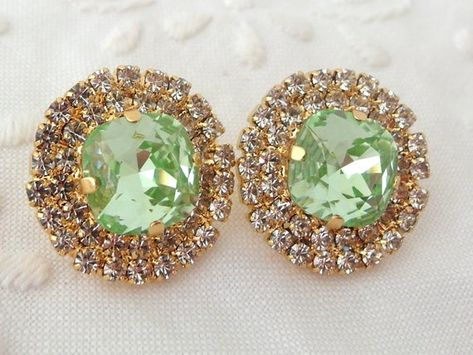 #weddings #jewelry #earrings #bridesmaidgift #bridalearrings #vintageearrings #bridesmaidsearrings #swarovskiearrings #crystalstudearring #weddingjewelry #bridalstuds #mintcrystalstuds #mintearrings #mintstuds #mintwedding